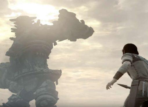 Em gráficos melhorados, o protagonista de Shadow of the Colossus enfrenta um dos inimigos titulares.