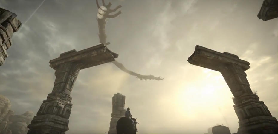 O protagonista de Shadow of the Colossus observa o décimo-terceiro colosso no remake.