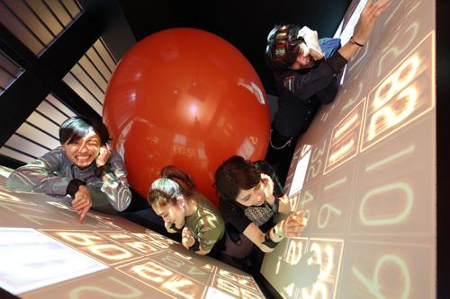 """Foto de """"prisioneiros"""" no jogo Panic Cube."""